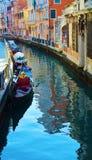 Романтичные городской пейзаж и гондолы в Венеции, Италии Стоковые Фотографии RF