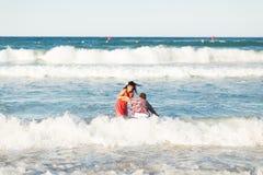 Романтичные пары в море Стоковые Изображения
