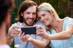 Романтичные пары selfie стоковые фото