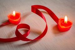 Романтичные свечи, предпосылка валентинки. Стоковое фото RF