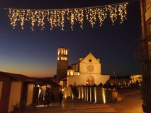 Романтичный взгляд базилики Св.а Франциск Св. Франциск на времени рождества в Assisi Стоковое Фото