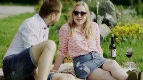 Романтичный говорить пар акции видеоматериалы