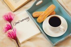 Романтичный завтрак в кровати Стоковое Изображение RF