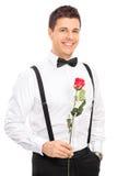 Романтичный молодой парень держа красную розу Стоковое Фото
