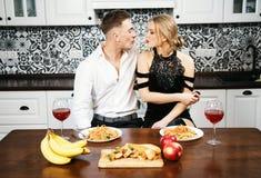 Романтичный обедающий годовщины стоковые фото