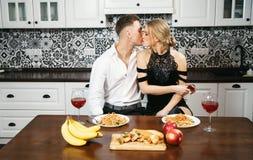 Романтичный обедающий годовщины стоковое изображение