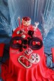 Романтичный обедающий с свечами и стеклами шампанского на день валентинок Стоковое Изображение