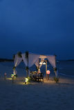 Романтичный обедающий на пляже Стоковое Изображение