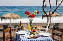 Романтичный обедающий на пляже Стоковые Изображения RF