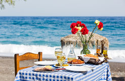 Романтичный обедающий на пляже Стоковые Фотографии RF