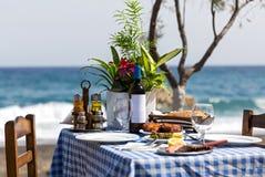 Романтичный обедающий на пляже Стоковое фото RF