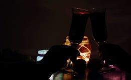 Романтичный обедающий света горящей свечи для 2 любовников Стоковое фото RF