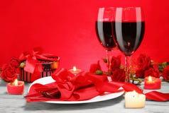 Романтичный обедающий света горящей свечи для 2 любовников Стоковое Изображение