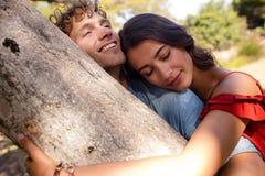 Романтичный один другого обнимать пар Стоковое Фото