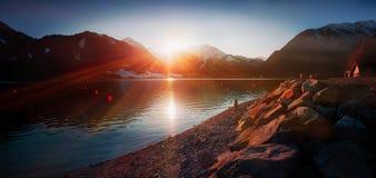 Романтичный пейзаж вечера на береге озера achensee Стоковые Фото