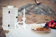 Романтичный пикник на пляже Стоковое фото RF