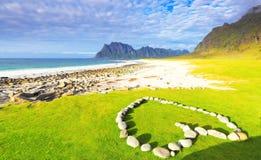 Романтичный пляж на заходе солнца Стоковое Изображение RF