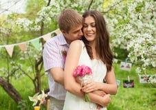 Романтичный портрет красивой пары в влюбленности Стоковые Изображения