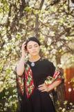 Романтичный портрет нежной девушки в саде Стоковая Фотография