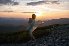 Романтичный путешественник женщины стоковая фотография rf