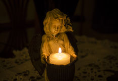 Романтичный свет горящей свечи Стоковое Фото