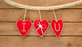 Романтичный состав влюбленности сердец войлока красного цвета Стоковые Изображения