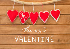 Романтичный состав влюбленности сердец войлока красного цвета Стоковое Изображение RF