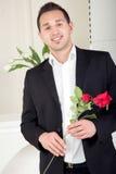 Романтичный человек около, который нужно предложить Стоковое фото RF