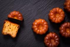 Ром и ваниль Canele французского печенья приправляют толщиной caramelized cr Стоковое Изображение RF