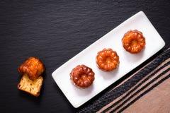 Ром и ваниль Canele французского печенья приправляют толщиной caramelized cr Стоковые Изображения