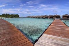 роскошная вода виллы моря Мальдивов Стоковые Фотографии RF
