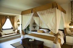 Роскошная востоковедная спальня гостиницы Стоковая Фотография