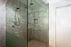 Роскошная зона ливня bathroom современных дома или гостиницы стоковое изображение