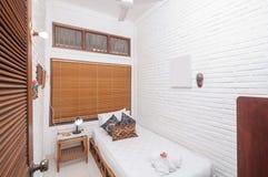 Роскошная и красивая белая гостиница спальни цвета Стоковая Фотография