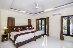 Роскошная и красивая двойная гостиница спальни Стоковое Фото