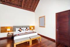 Роскошная и классическая гостиница виллы спальни Стоковые Изображения RF