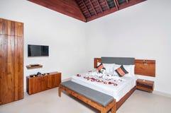 Роскошная и классическая гостиница виллы спальни Стоковые Фото
