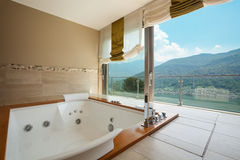 Роскошная квартира, ванная комната Стоковое Фото