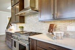 Роскошная кухня в доме нового строительства Стоковая Фотография