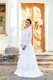 Роскошная невеста в платье свадьбы Без сокращений Стоковая Фотография RF