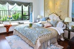 Роскошная домашняя спальня стоковые изображения rf