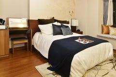 Роскошная домашняя спальня стоковая фотография