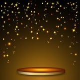 Роскошная предпосылка торжеств с падая частями металлического яркого блеска и confetti золота Стоковые Фото