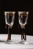 Роскошная свадьба украсила стекла шампанского в королевском стиле Стоковая Фотография RF