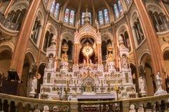 Роскошная святыня внутри церков стоковые изображения
