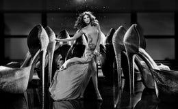 Роскошная сцена с элегантной дамой в центре стоковые фото