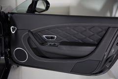 Роскошная съемка детали панели автомобильной двери стоковые фотографии rf