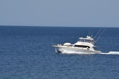 Роскошная шлюпка на море Стоковые Фотографии RF