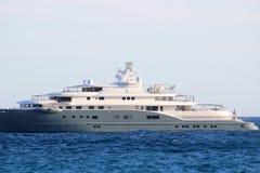 Роскошная яхта с вертолетом на палубе стоковое изображение rf