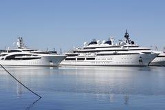 Роскошная яхта с частным вертолетом Стоковая Фотография